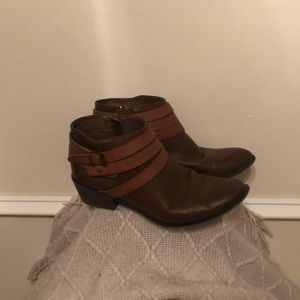 Brown ankle faux leather boots